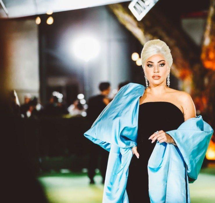 Леди Гага в кутюрном наряде Schiaparelli и Николь Кидман в платье Rodarte на гала-вечере в Лос-Анжджелесе