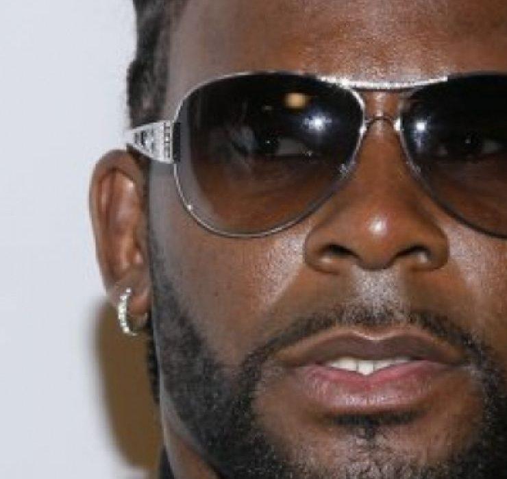 Рэпера R Kelly признали виновным в торговле людьми и сексуальном насилии