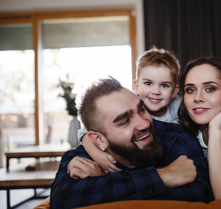 Сімейні канікули: Юлія Саніна з чоловіком і сином відправилася на відпочинок