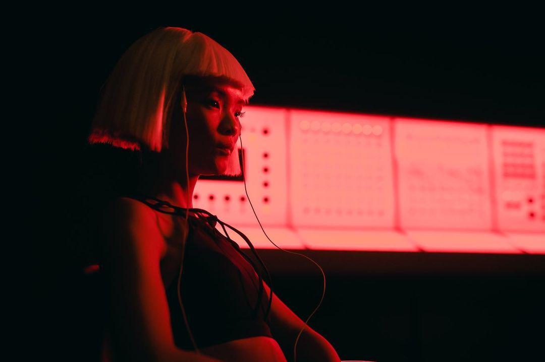 Современная антиутопия в новом клипе ONUKA на песню GUMA