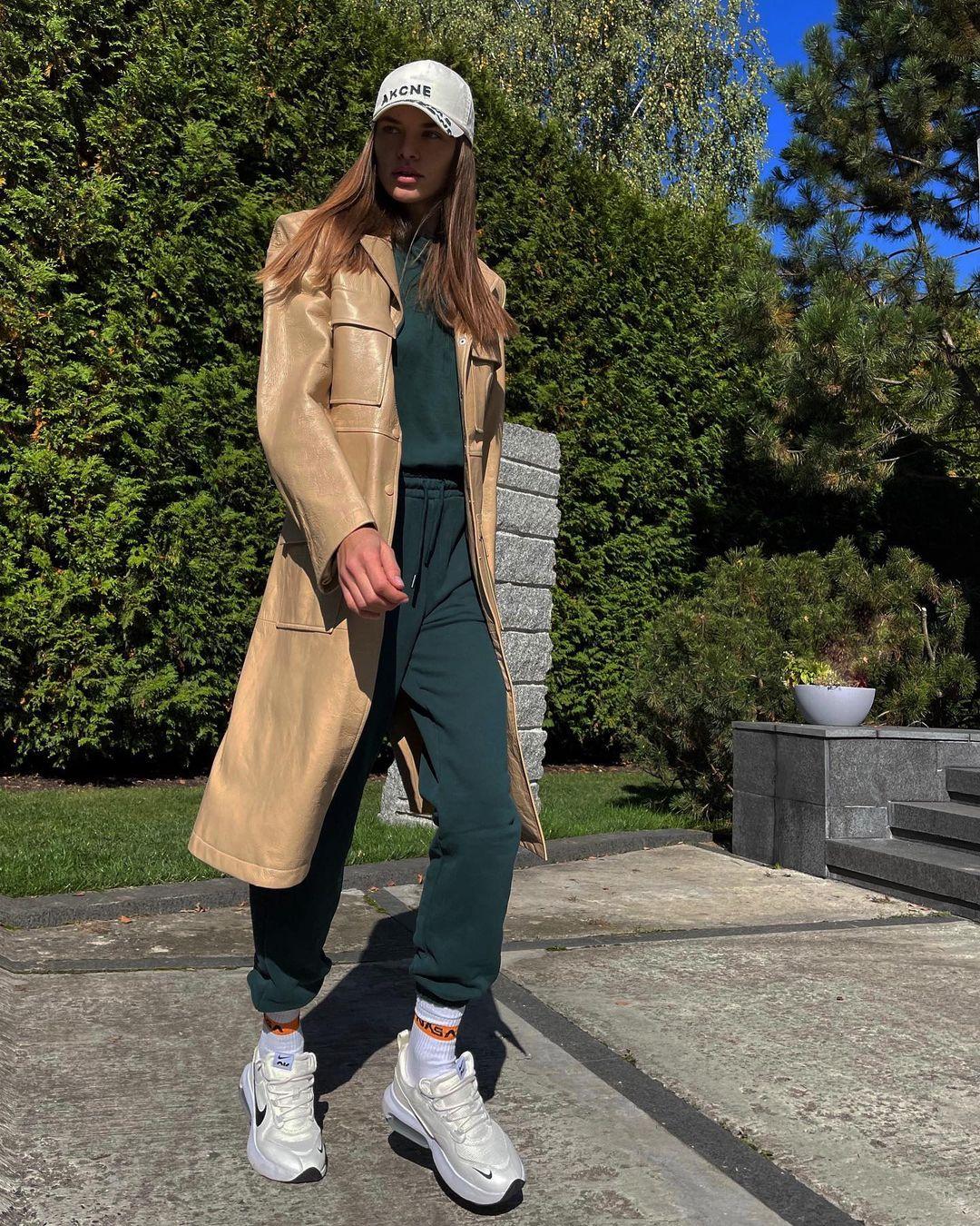 Выход в спортивном костюме: повседневный образ Юлианы Дементьевой, который хочется повторить