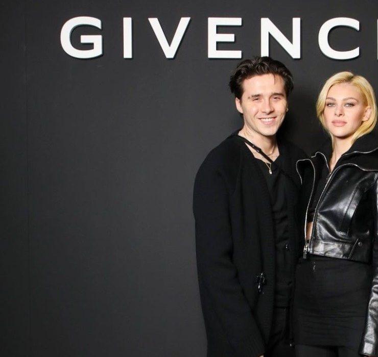 Бруклин Бекхэм и его невеста Никола Пельтц в первом ряду показа Givenchy