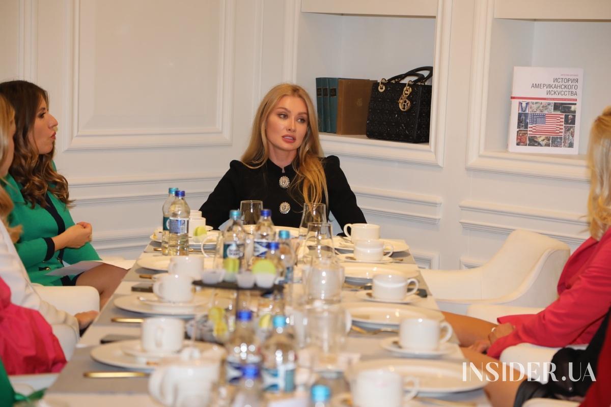 Лекция-чаепитие финалисток «Мисс Украина Вселенная» – 2021 с фитнес-чемпионкой Ольгой Компаниец