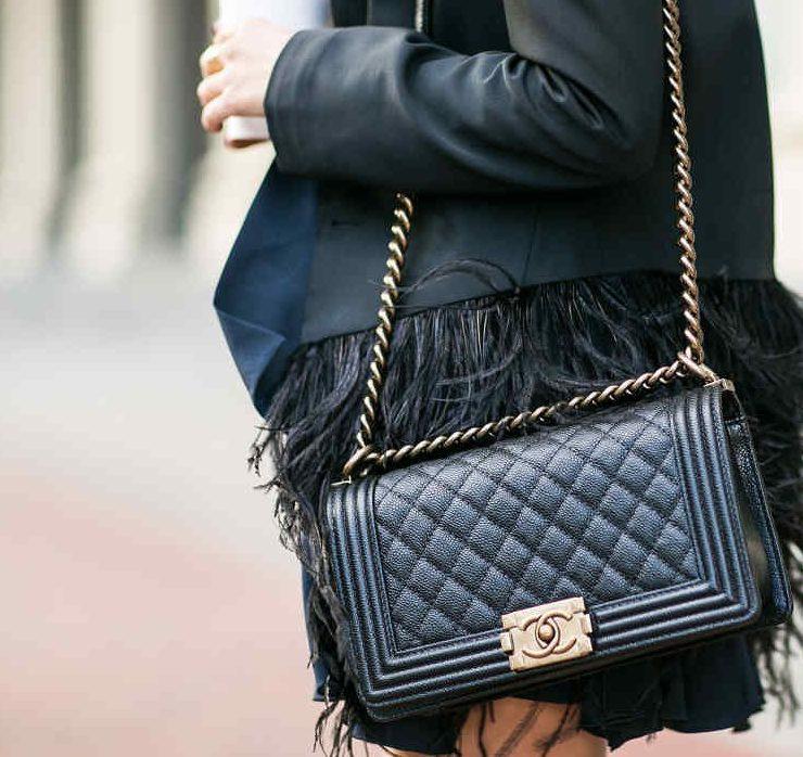 Слідом за Hermès: Chanel обмежив продажу культових сумок