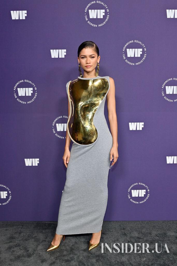 Зендая в золотистой «броне» от Loewe на премии Women in Film Awards 2021