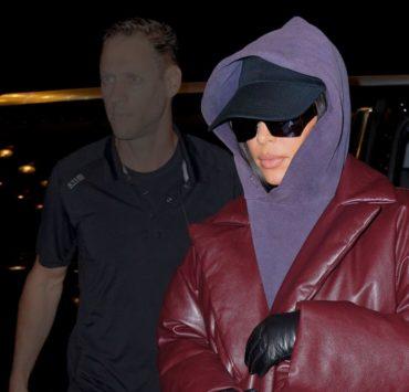Дутое пальто и худи с капюшоном — самое модное комбо осени, по мнению Ким Кардашьян