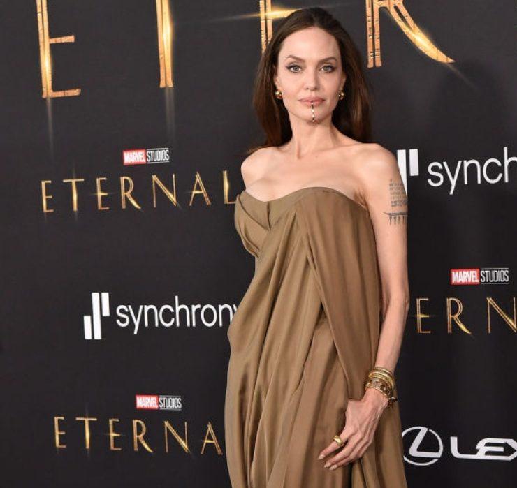 Образ дня: Анджелина Джоли в Balmain на премьере фильма «Вечные»