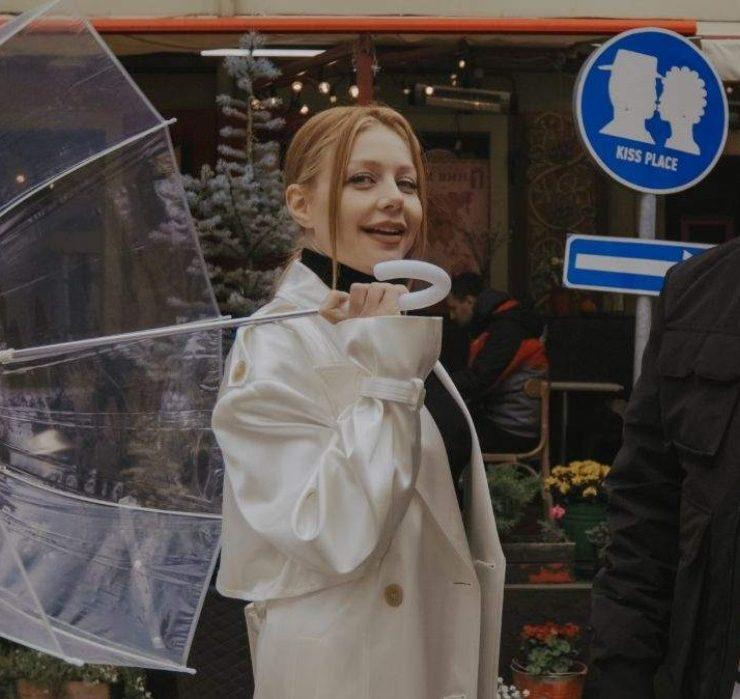 Тіна Кароль і Ivan NAVI під ручку гуляють по Львову в кліпі «Ангели все знають»