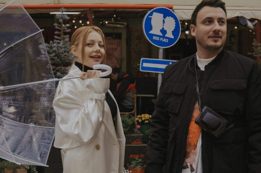 Тина Кароль и Ivan NAVI под ручку гуляют по Львову в клипе «Ангелы все знают»