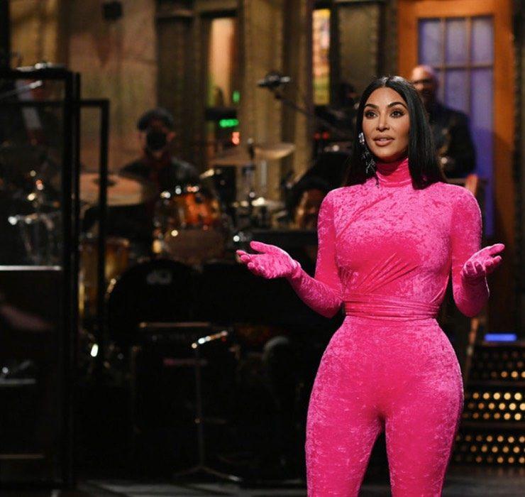 Ким Кардашьян пошутила о своем секс-видео и разводе с Канье Уэстом на шоу Saturday Night Live